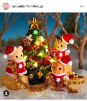 クリスマスツリーを飾るシルバニアの赤ちゃんたち