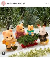 みんなでクリスマスツリーの準備!「しゅっぱーつ!」あれれ?クマの赤ちゃんは運転手さん気分ですね♪
