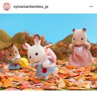 今日は秋の遠足です! おっとっと! あわててころばないように気をつけてね♪