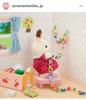 ショコラウサギちゃんが、お部屋をかざりはじめました。何の準備をしているのでしょうか…?