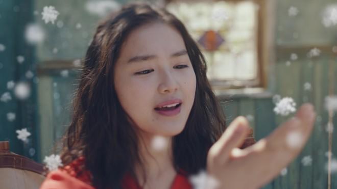 モデル・女優の箭内夢菜が出演、『蜜と雪』TVCM「新感覚」篇 場面カット