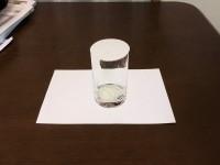 紙に書いた平面のコップ