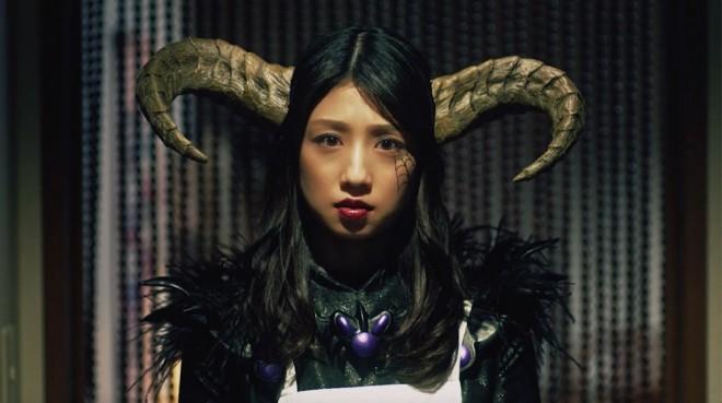 ワイモバイルのWEB動画『怪人家族の憂鬱』で怪人ママとして熱演した小倉優子