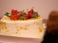 クリスマスケーキ-好きな人に食べてもらうのも幸せの1つだと前向きに捉えるロン(5/9)