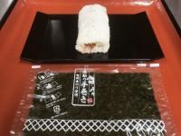2019年のくら寿司の恵方巻は、のりをフィルムに巻いた形で提供される