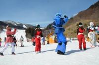 星野源の「恋」ダンスを踊るガンダムパフォーマンス隊