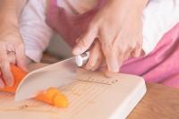 国産のいちょうの木で作られた、子どもが使いやすいまな板