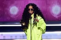 『H.E.R.』が最優秀R&Bアルバムを受賞したH.E.R.