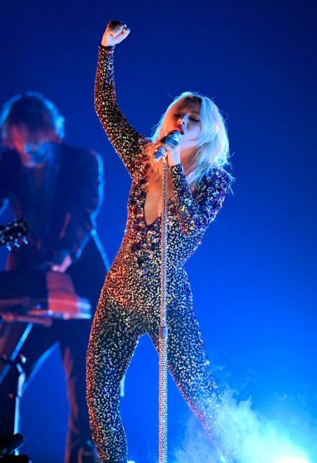 レディー・ガガ、最優秀ポップ・パフォーマンス(グループ)最優秀映像作品楽曲を受賞した「Shallow」のライブパフォーマンス