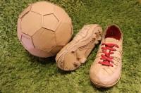 サッカーボールとスニーカー