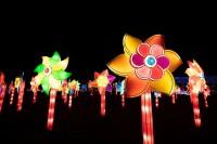 『チャイナランタンフェスティバル』で展示されている「彩り風車」