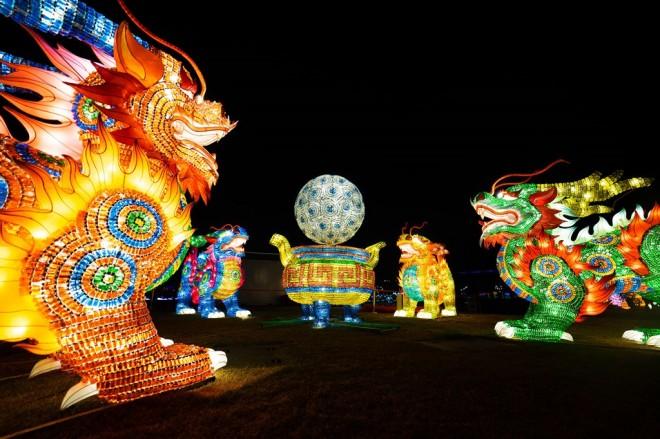 『チャイナランタンフェスティバル』で展示されている「麒麟献端」