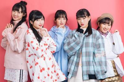 (左から)春名真依、彩木咲良、清井咲希、根岸可蓮、堀くるみ