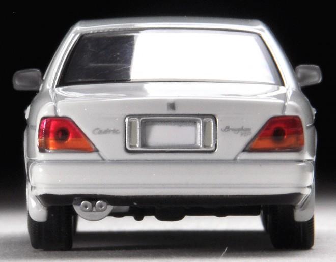 大柄さを感じさせない上品さを持ったルックス『LV-N181a セドリックブロアムVIP(白)』