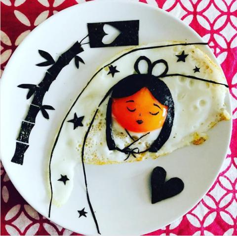 七夕をモチーフにしたメルヘンな目玉焼きアート。制作&写真/おさよ