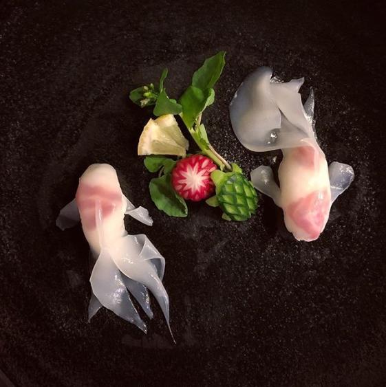 イカで作った【金魚】。キュウリの亀にも注目!制作&写真/mikyou