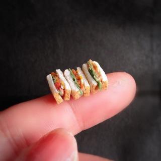 SNSで反響をよんだ「三色サンドイッチ」。制作&写真/fraise