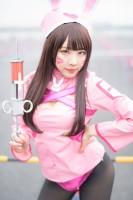 『アニメジャパン2019』コスプレイヤー・りなしぃさん<br>(『オーバーウォッチ』D.Va(ナースver.))