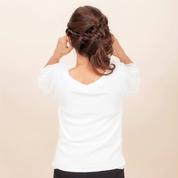 【目尻&口角アップップ<NG!>】肘を張らないと意味ナシ。しっかり横に張る。