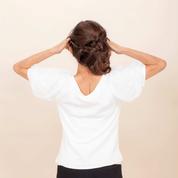 【目尻&口角アップップ 6】<5>の状態のまま肩甲骨を寄せて10秒キープ。<1>〜<6>を3回繰り返す。