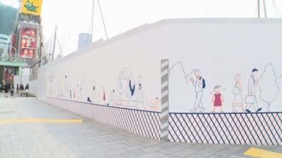 明治通りの壁面に出現 画像提供:365ブンノイチ