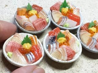 注目を集めるきっかけとなった2017年に発表した海鮮丼。制作&写真/こるは