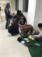 病院に避難してきた飼い主とペットたち