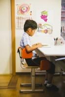 体幹の弱い子がラクに座れて 姿勢をキープできる椅子『ザフ システム スクール』(税込3万4560円)