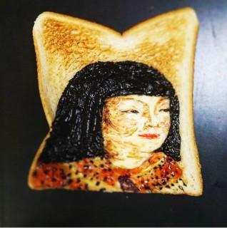 トーストの色合いを活かした『麗子像』。制作&写真/Azusa