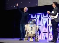C-3PO役のアンソニー・ダニエルズとR2-D2が登場=『スター・ウォーズ セレブレーション・シカゴ2019』にて「エピソード9」タイトル発表