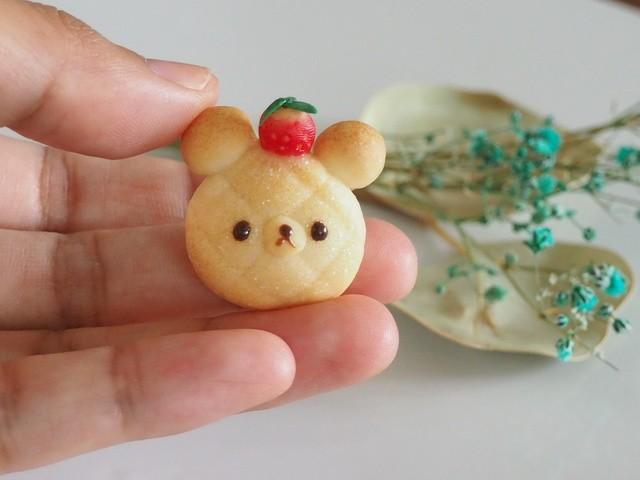 いちごのせ くまメロンパン