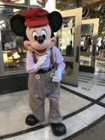 1920年代風コスチュームのミッキーマウス=ディズニー・カリフォルニア・アドベンチャー・パーク