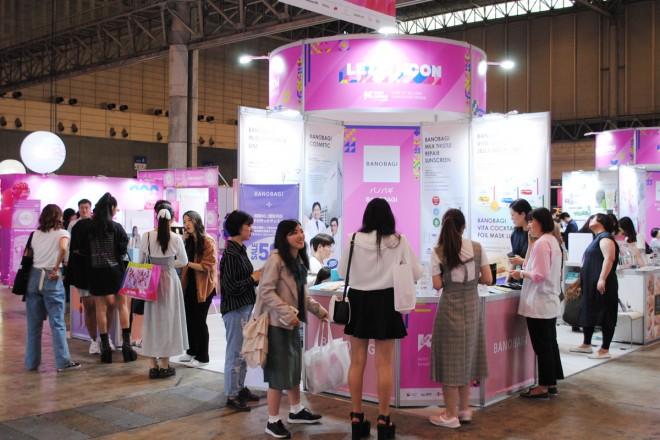 Kビューティやファッションをテーマにしたコンベンションプログラム「KCON GIRLS」も盛況。コスメブランドのブースには多くの女性が集まっていた