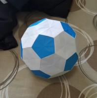ユニット折り紙「サッカーボール」 正方形不切の32枚のパーツで制作
