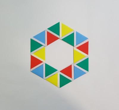 ORICON NEWSのロゴも特別に折り紙で作ってくれた