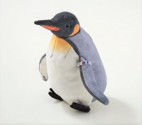 オウサマペンギンの全体像。実際と同じように識別タグが付いている