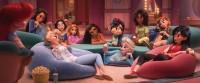 ディズニープリンセスが一堂に会した『シュガー・ラッシュ:オンライン』のワンシーン(C) 2019 Disney
