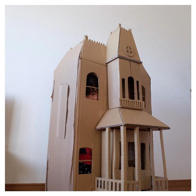 子供らがサイコーのダンボールハウス作りを要求するので、サイコのベイツモーテル作った