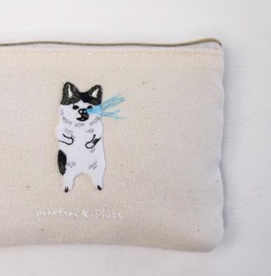 鼻水を噴き出すネコの刺繍。ティッシュケースも人気