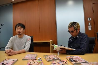 フォトグラファー・桑島智輝氏(右)と週刊『ヤングジャンプ』編集部・池永亘氏(左)