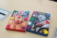 『学研の図鑑 キン肉マン「超人」』 通常版(右)と限定版(左)