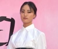 『ミス ディオール展覧会』に来場した大友花恋