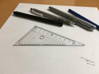 26万いいねを集めた三角定規。19歳のときに手描きしたもの。制作・写真/Mozu