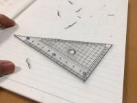 15歳のときの描いたもの。三角定規と消しゴムのカス。どちらも手描き。制作・写真/Mozu