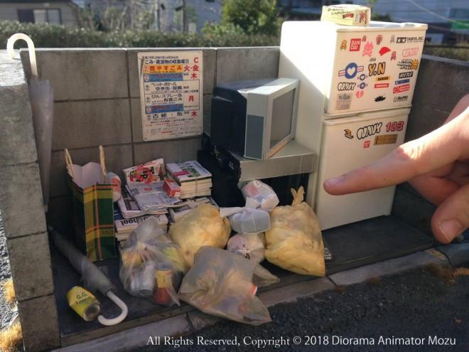 ジオラマ作「ゴミ捨て場」。制作・写真/Mozu