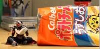 『仮面ライダーウィザードがカルビーのポテトチップスを食べる』ポテチの大きさに注目