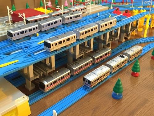 「北千住駅」を再現、日比谷線の留置線は地下レールを橋脚代わりに設置