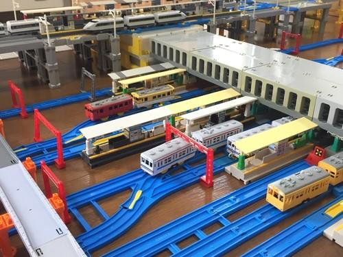 「広島駅」を再現、高架駅が山陽新幹線、地上駅が在来線ですね。画面下の駅は広島電鉄の広島駅電停
