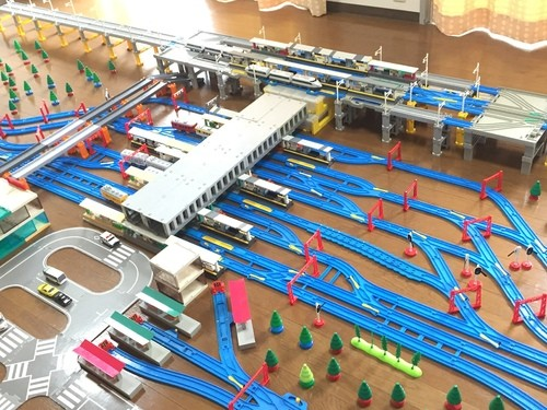山陽本線・山陽新幹線・広島電鉄「広島駅」、キハ40の広島色は廃盤