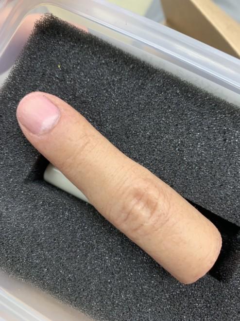 まるで本物の指のような「人肉印鑑」
